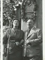 Luzzi Baierl und Emmerich Arleth bei Gedenktafel für Karl Föderl und Alfred Steinberg-Frank