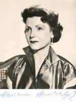 Maria Andergast mit Autogramm