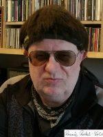 Ronnie Urini mit Unterschrift