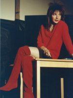 Eva Billisich in Rot
