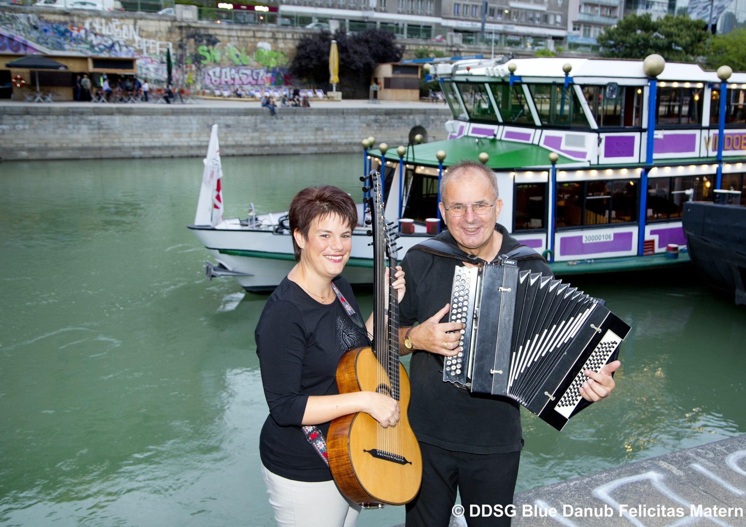 Marion & Erich bei der MS Vindobona – Heurigenschifffahrt